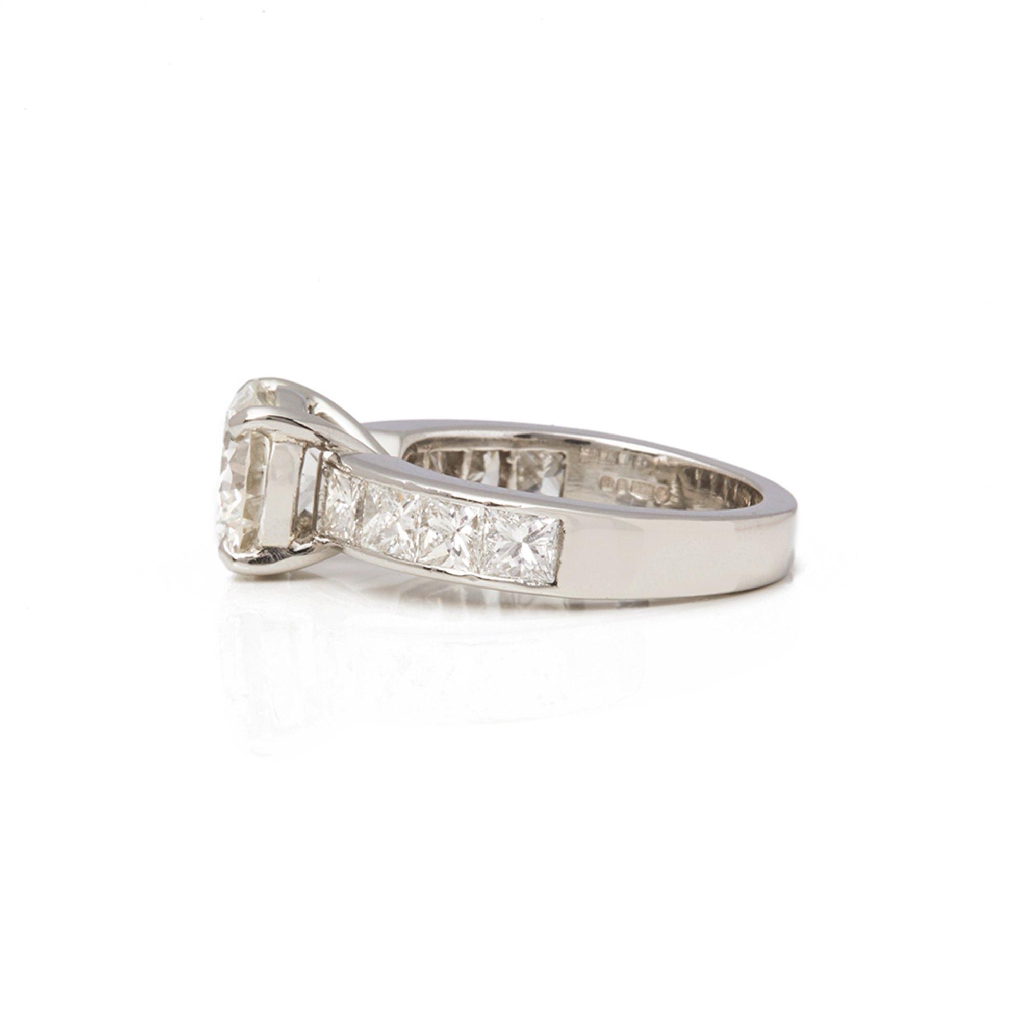 Diamond Platinum Round Brilliant Cut Diamond Engagement Ring