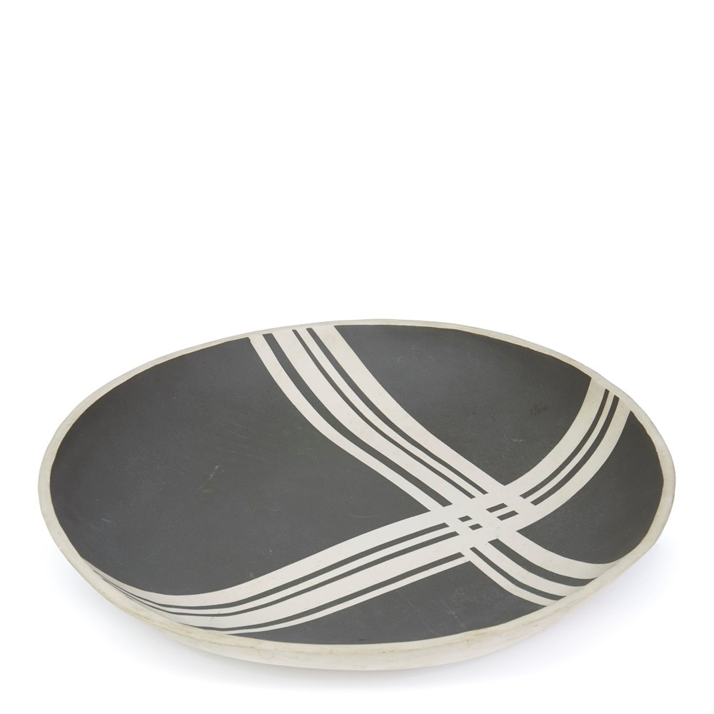LARGE BLACK LINEAR PATTERN STUDIO POTTERY BOWL SIGNED 20th Century